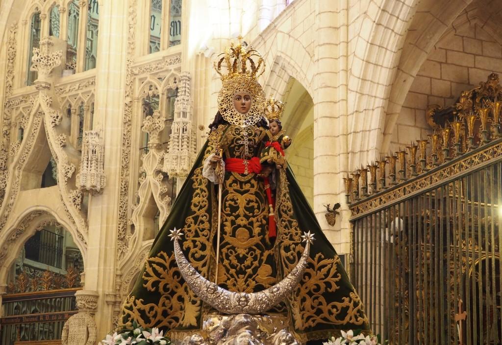 Virgen de la Fuensanta con manto del XXV aniversario de la coronación