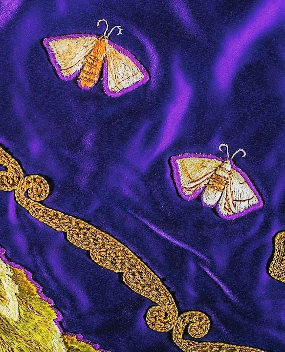 manto morado gusanos de la seda virgen de la Fuensanta - detalle mariposas